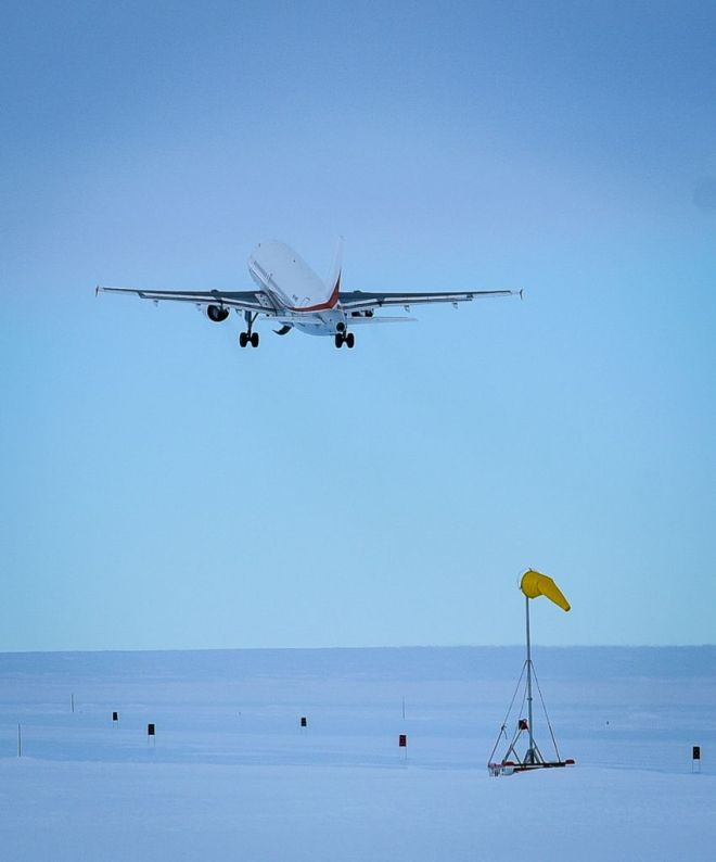 And they're off! The last plane for the season departs and winter begins for those left behind (Photo: Gordon T)